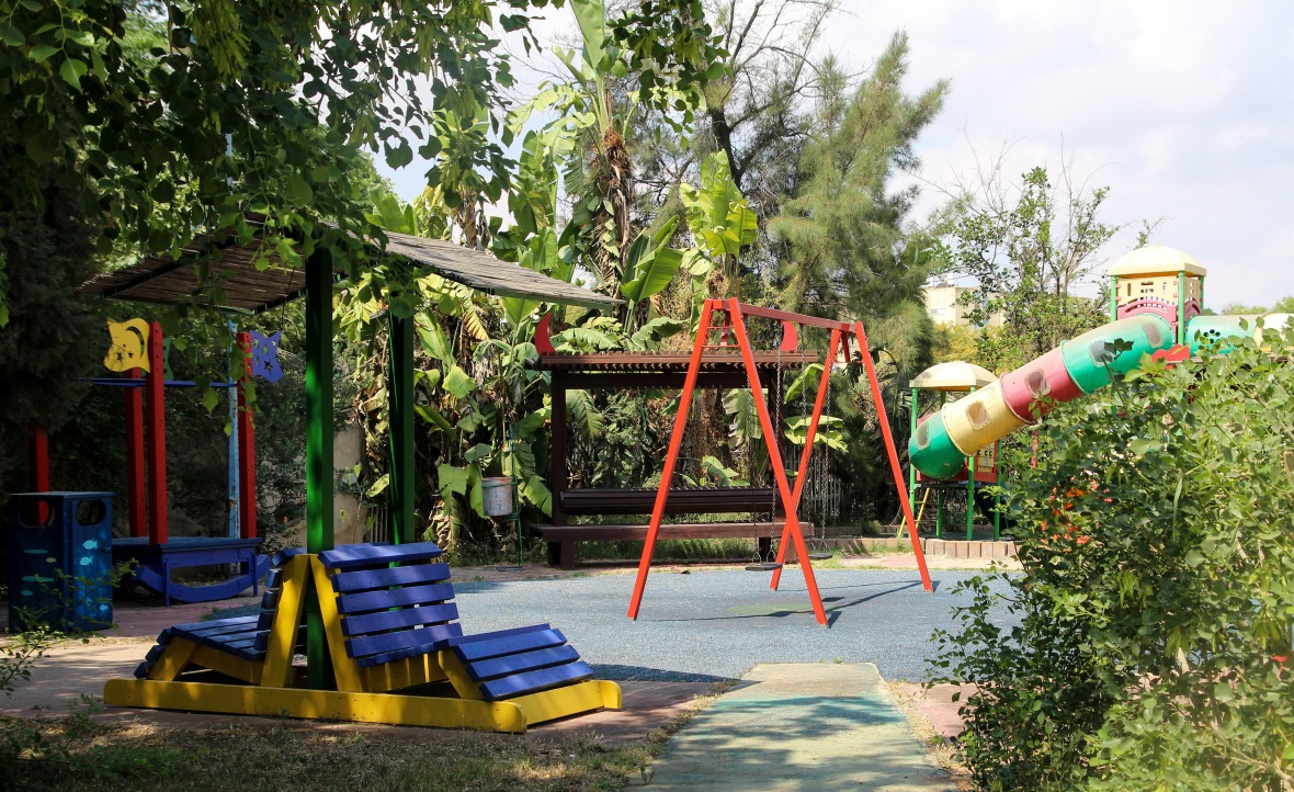 Neve Hanna playground
