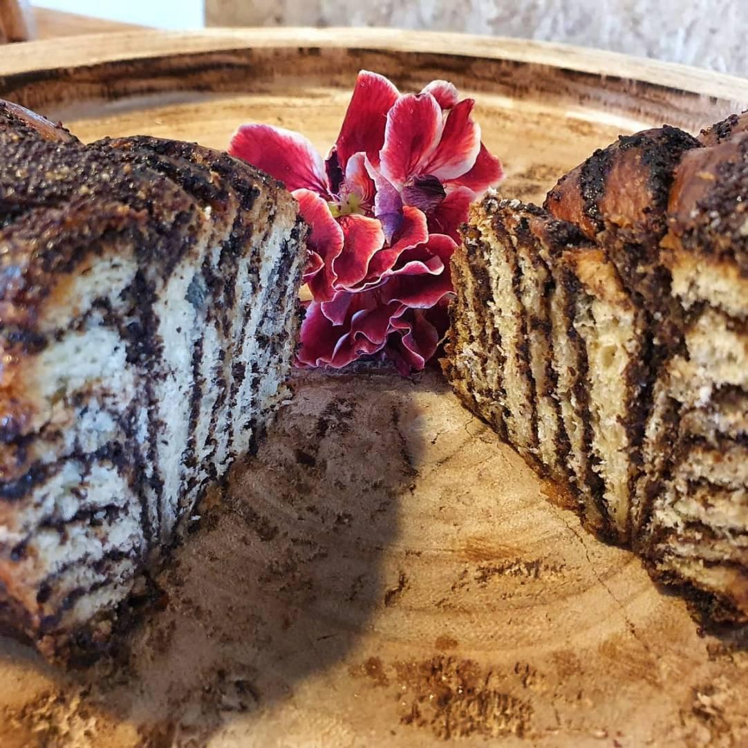 Poppy chocolate crunch cake